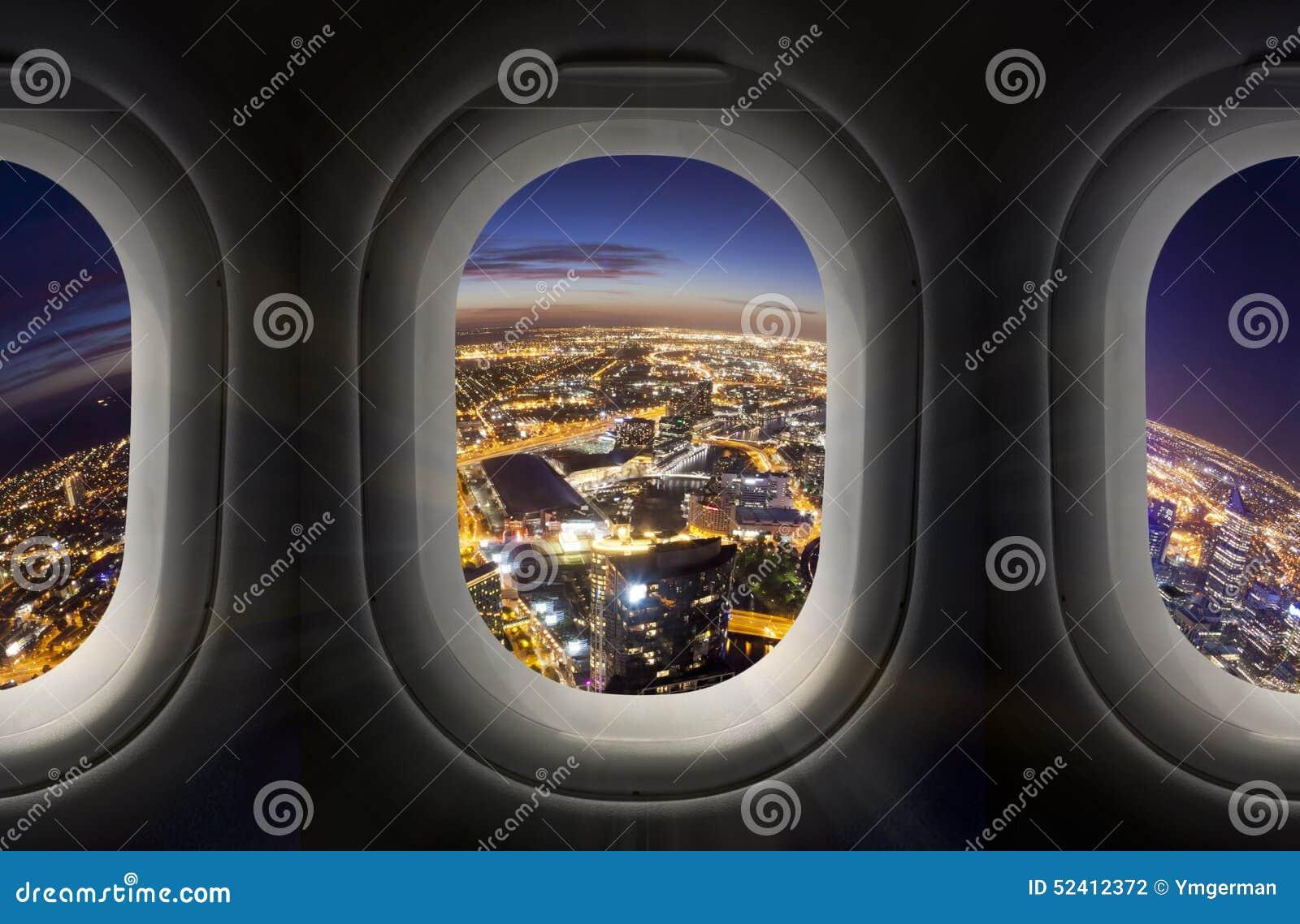 Stadt Nachts Durch Flugzeugfenster Stockfoto - Bild von stadt ...