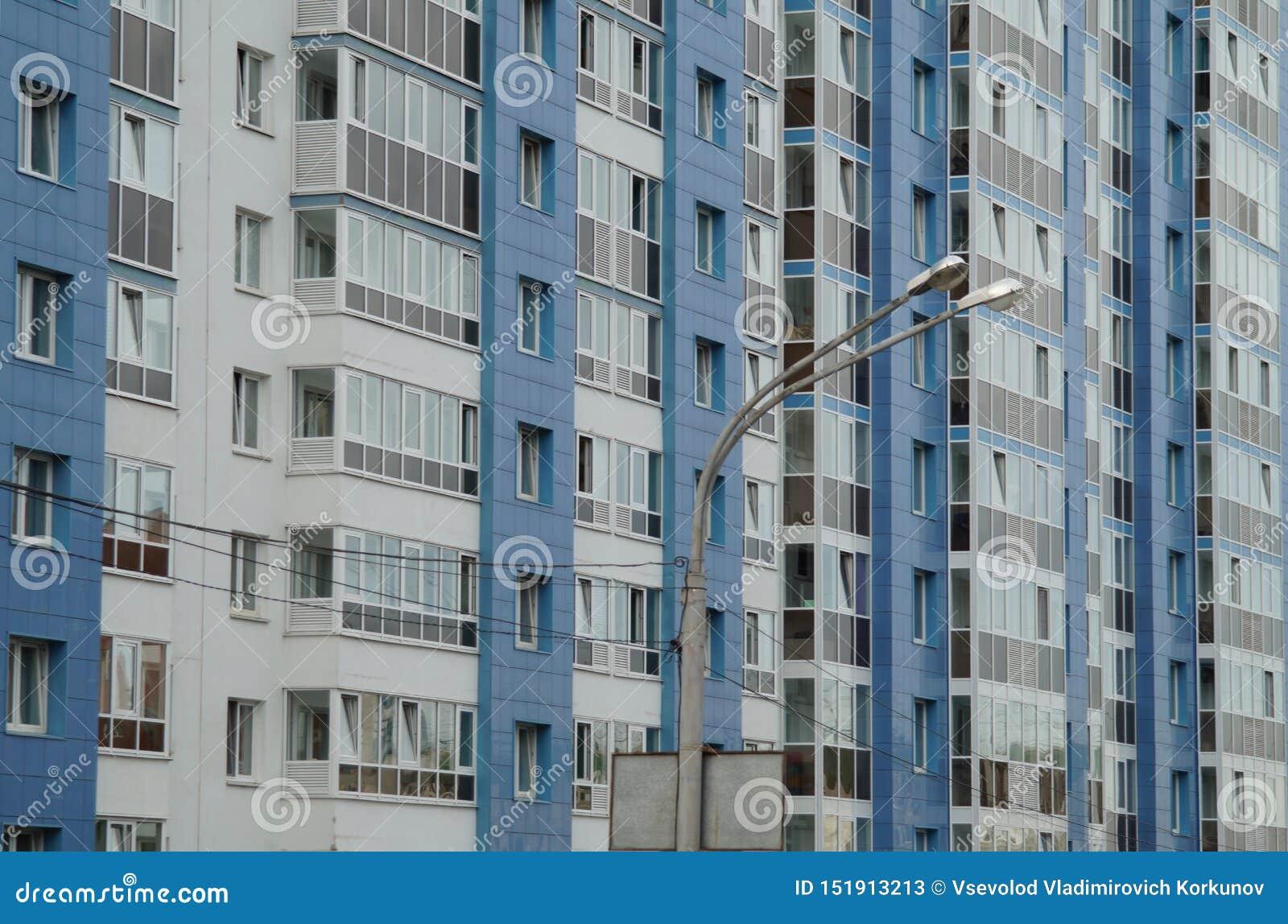 Stadt-Verkleidung: ein Abschnitt von Kuybyshev-Straße von Sheikman-Straße in Richtung zu Khokhryakov-Straße