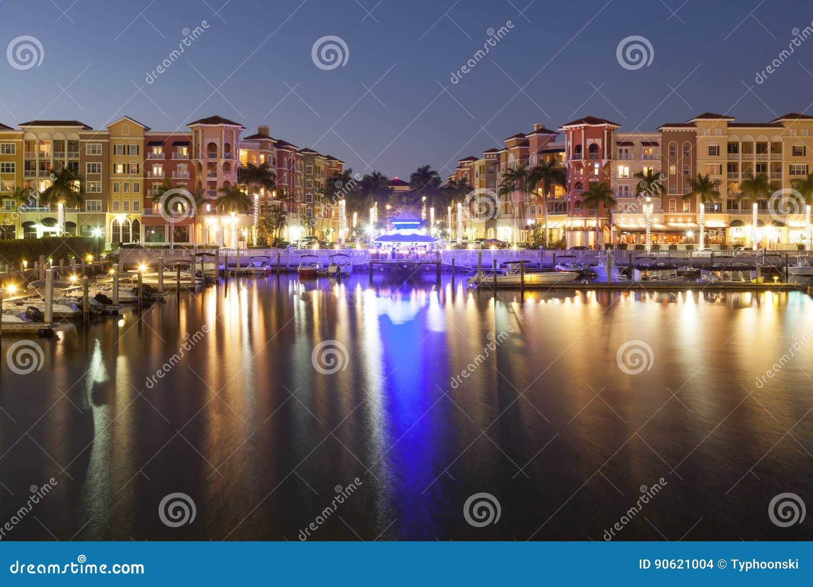 Stadt von Neapel nachts Florida, Vereinigte Staaten