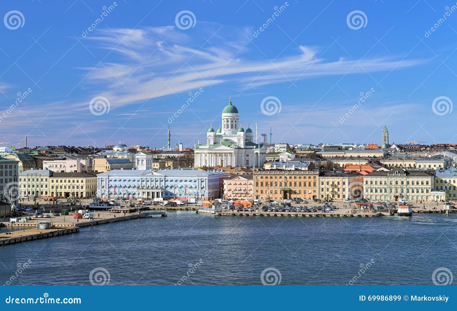 Stadtbild von Helsinki mit Kathedrale, Südhafen und Marktplatz, Finnland