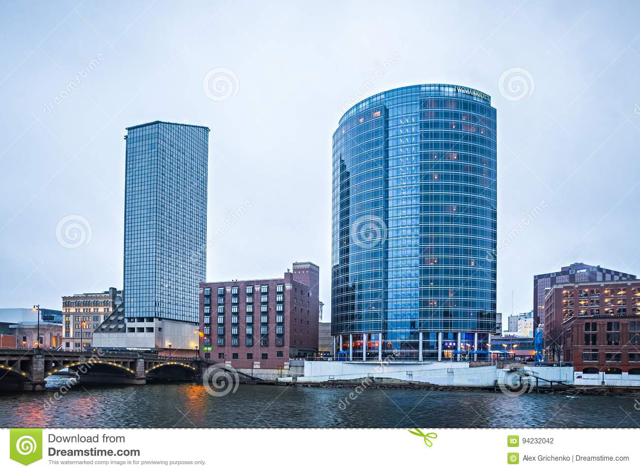 Stadtskyline und -Straßenbilder Grand Rapids Michigan