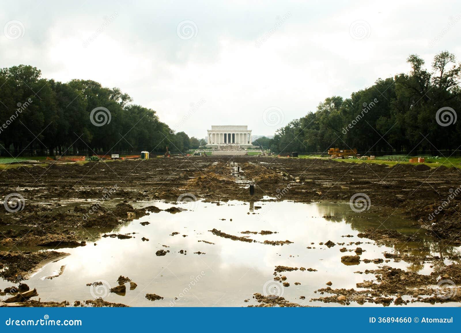 Download Stagno Di Riflessione In Costruzione Fotografia Stock - Immagine di commemorativo, capitale: 36894660