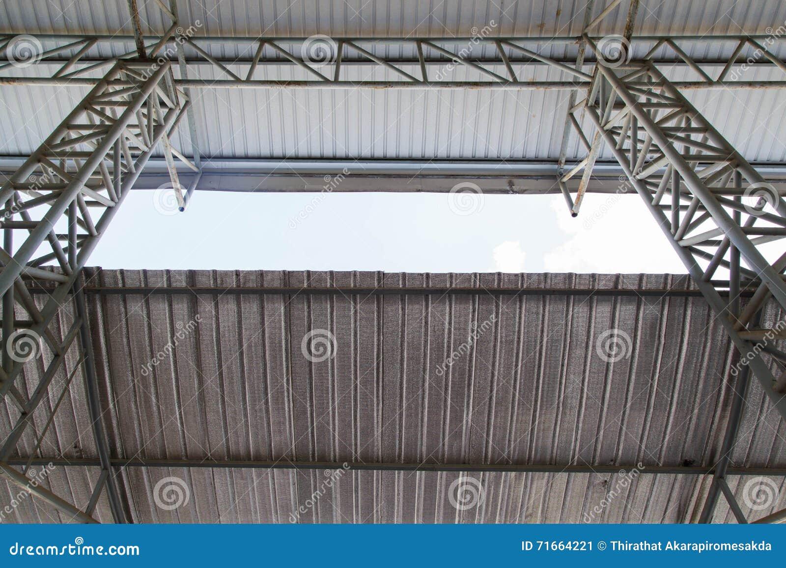 Stahlrahmenkonstruktion Stockfoto - Bild: 71664221