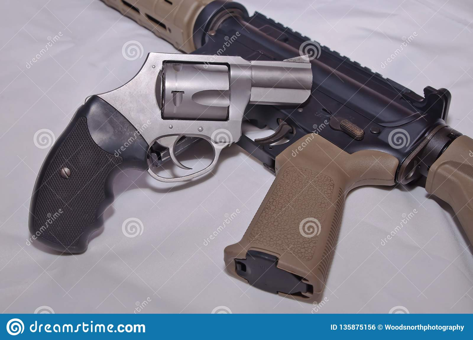 A Stainless Steel 357 Magnum Revolver With A Black Grip On Top Of A