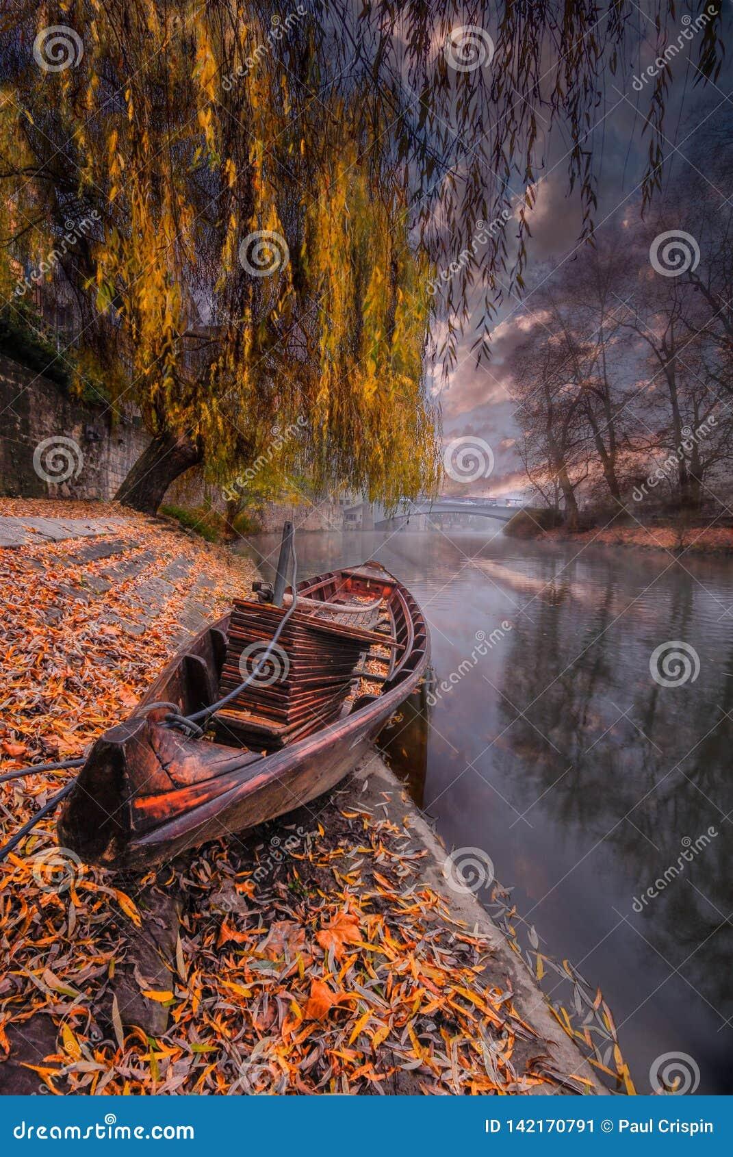 Stakbåt på floden
