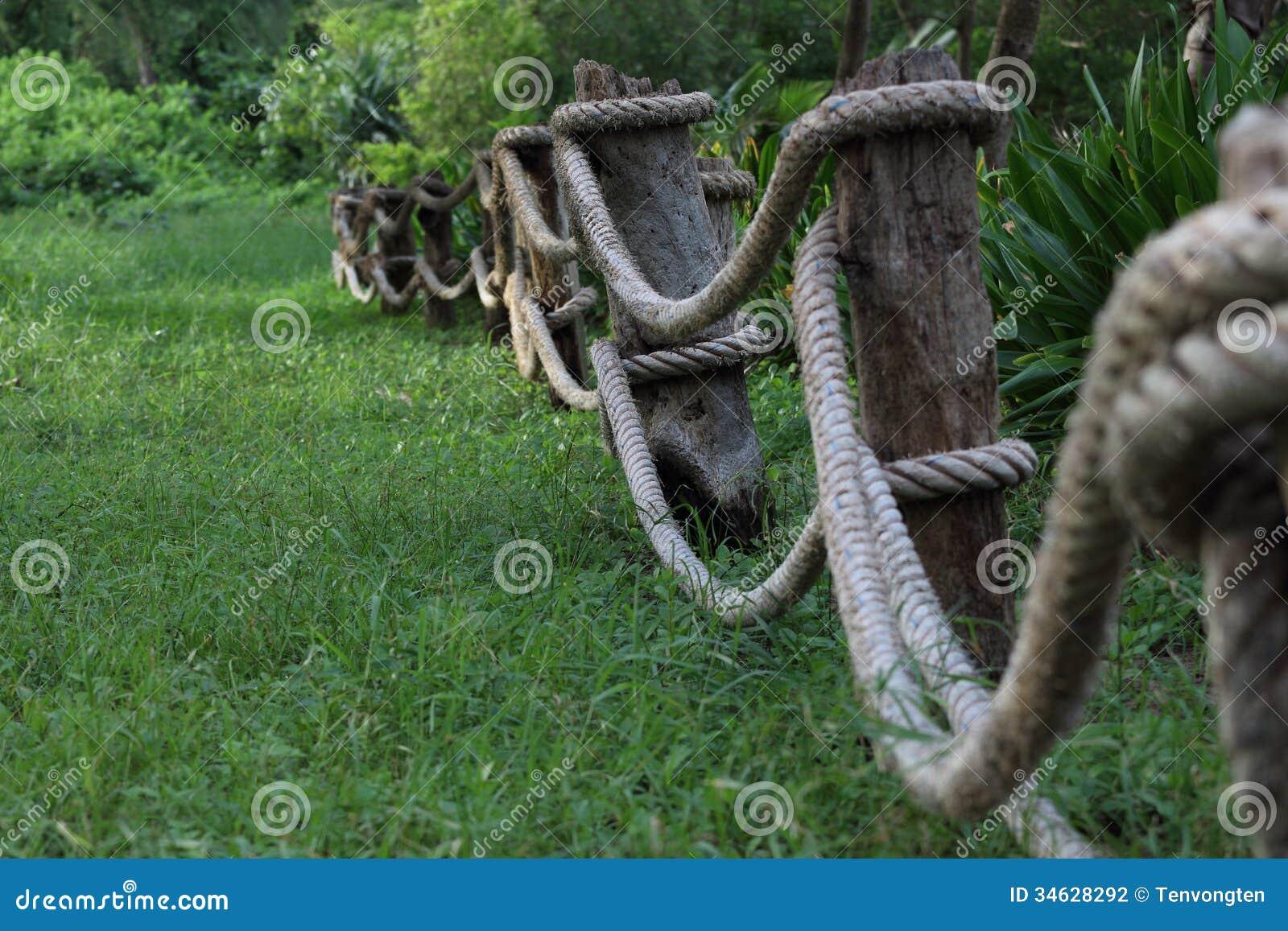 Staket som göras av rep. arkivbild   bild: 34628292