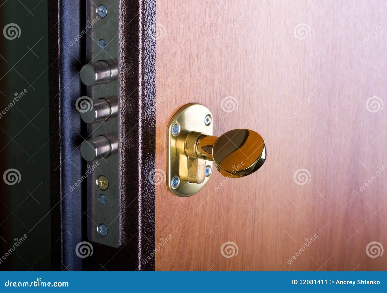 Stalowy drzwi z kędziorkiem