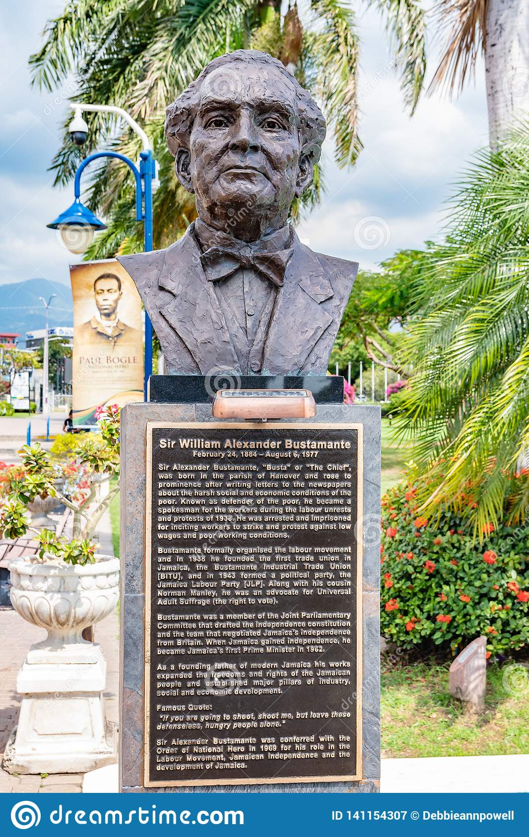 Standbeeld/Beeldhouwwerk van Jamaicaanse Nationale Held Sir Alexander Bustamante