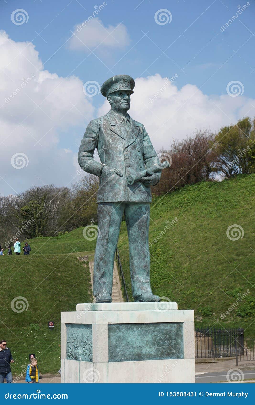 Standbeeld in Dover Castle van een legerambtenaar
