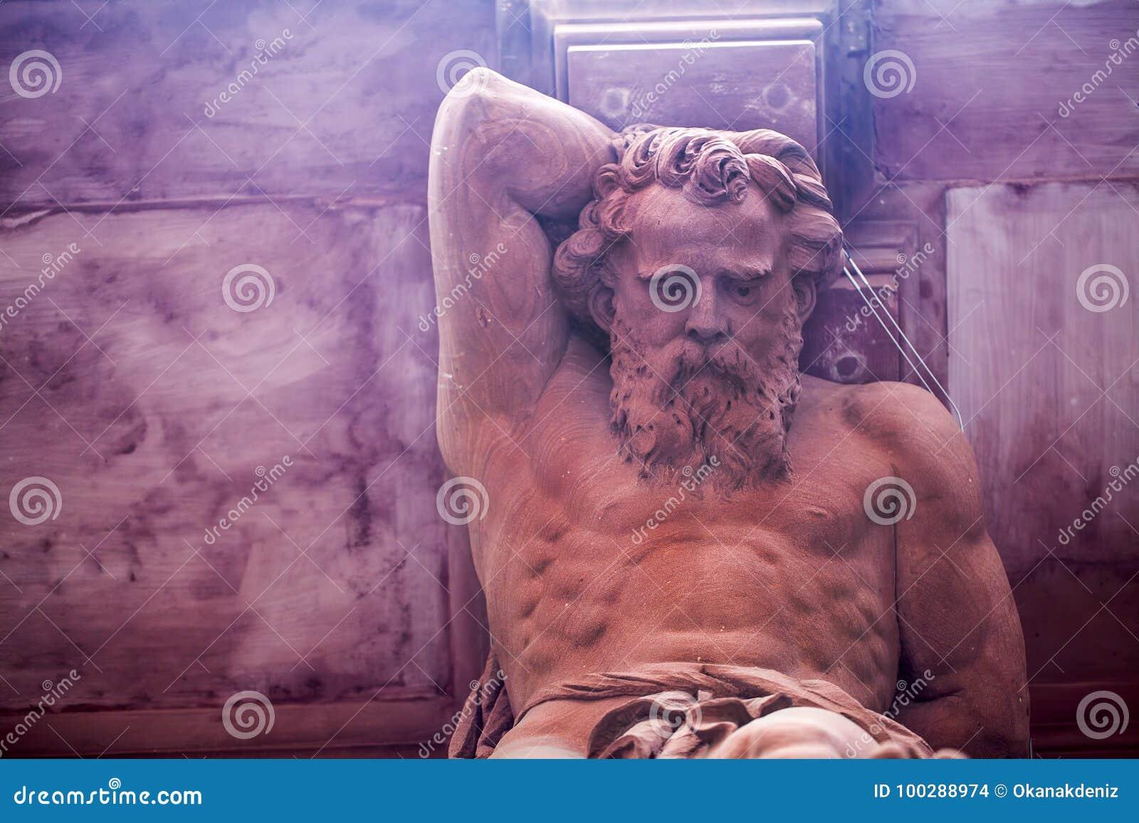 Standbeeld van de mythologie het Griekse God