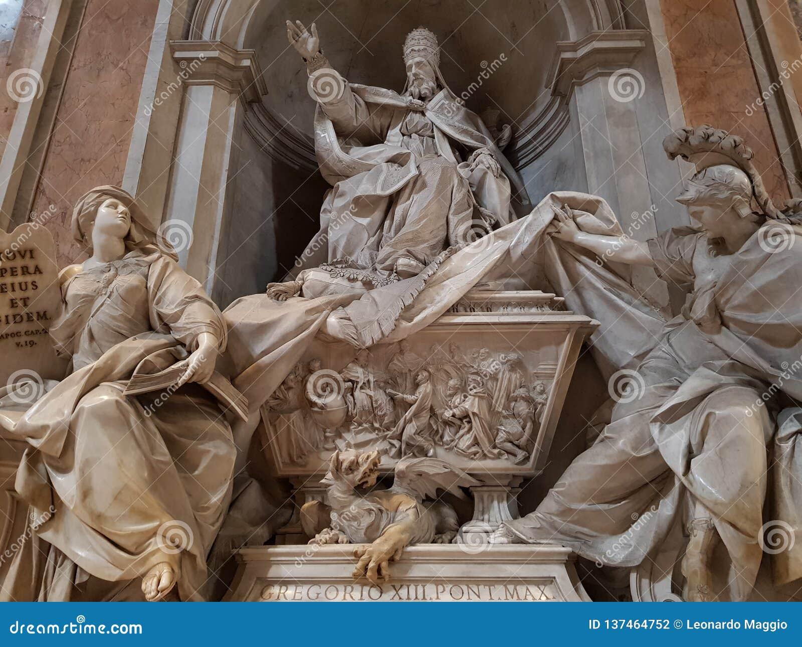 Standbeeld van een Paus in de Basiliek van Heilige Peter in de stad van Vatikaan