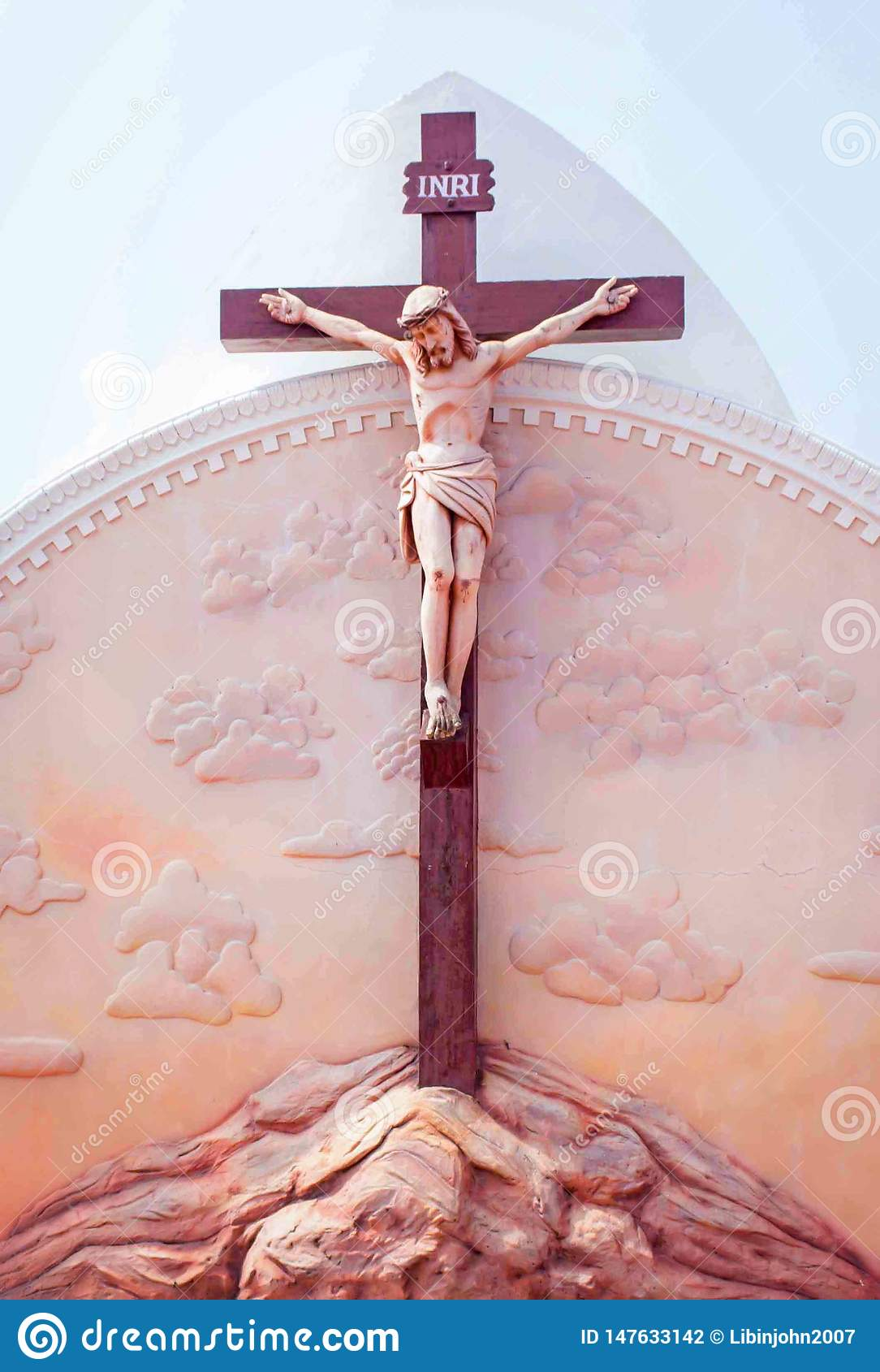 Standbeeld van Jesus op kruis