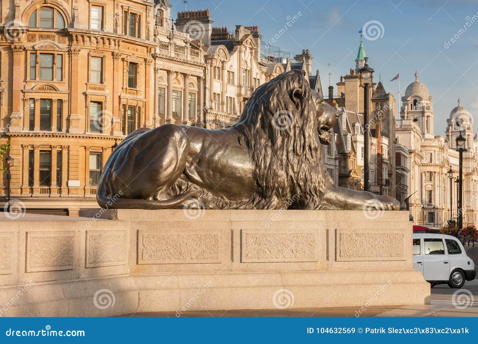 Download Standbeeld Van Leeuw In Gouden Licht Op Trafalgar Square In Londen, Uni Redactionele Stock Afbeelding - Afbeelding bestaande uit openlucht, stad: 104632569