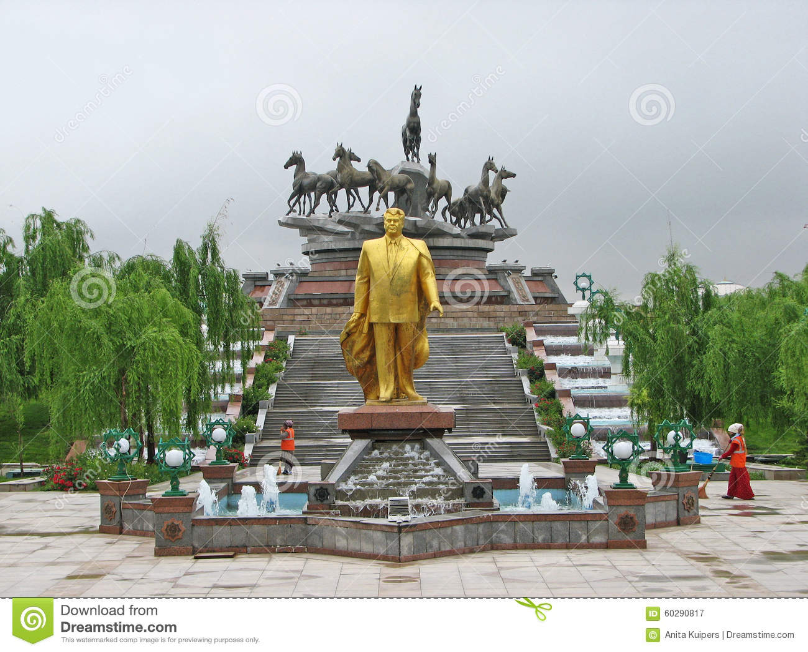 Standbeeld van Turkmenbashi in Ashgabat