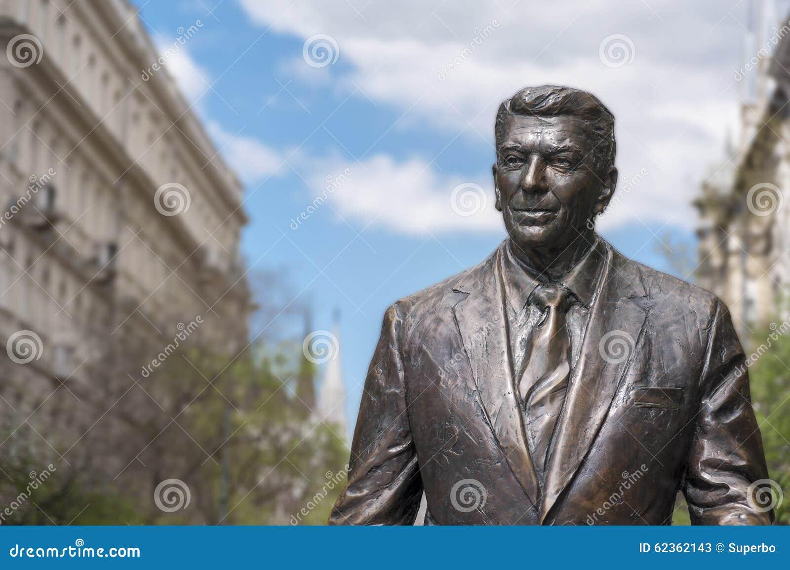 Standbeeld van vroeger U S President Ronald Reagan