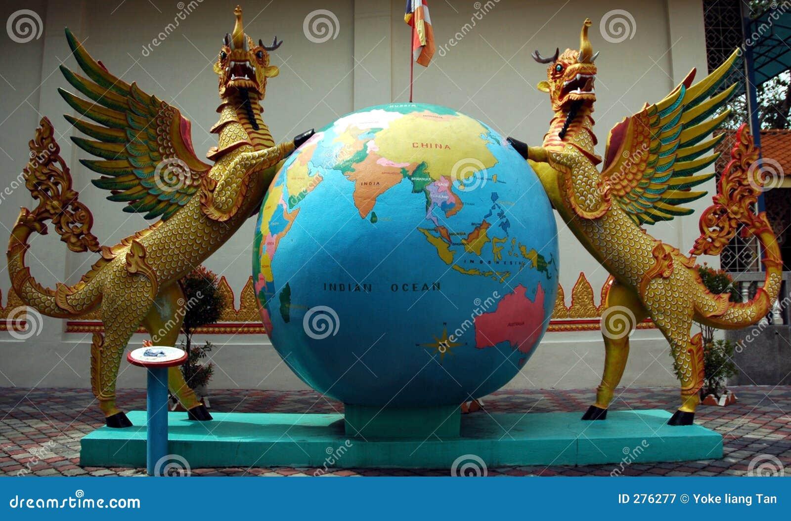 Standbeelden in Birmaanse tempel