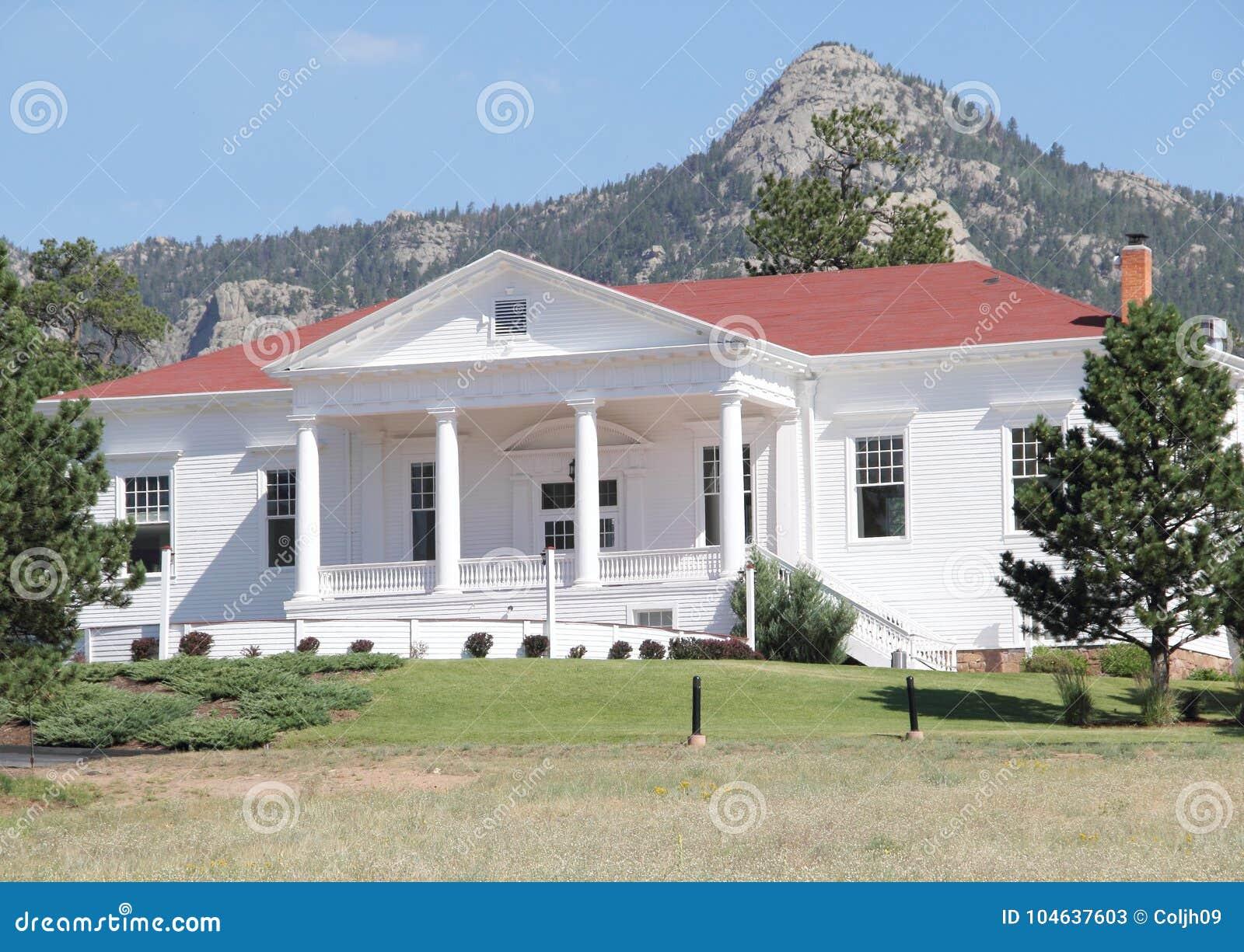 Download Stanley Hotel Outer Building Redactionele Stock Foto - Afbeelding bestaande uit beroemd, wereld: 104637603