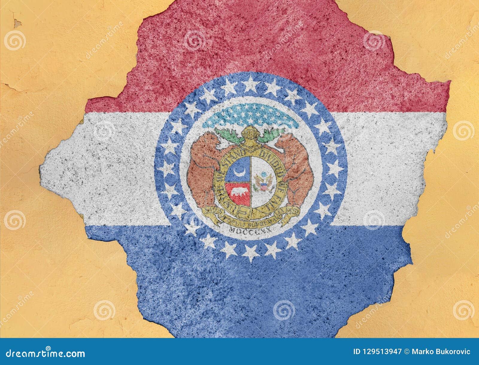 Stanu USA Missouri flaga malująca na betonowej dziurze i pękającej ścianie