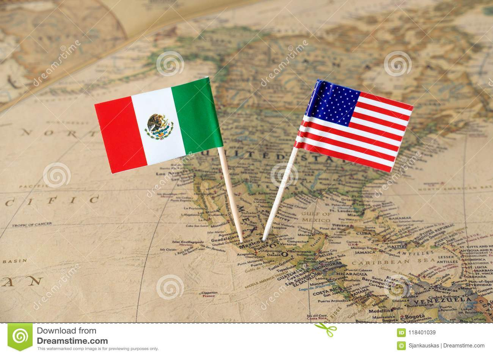 Stany Zjednoczone Ameryka i Meksyk flaga szpilki na światowej mapie, stosunek polityczny pojęcie