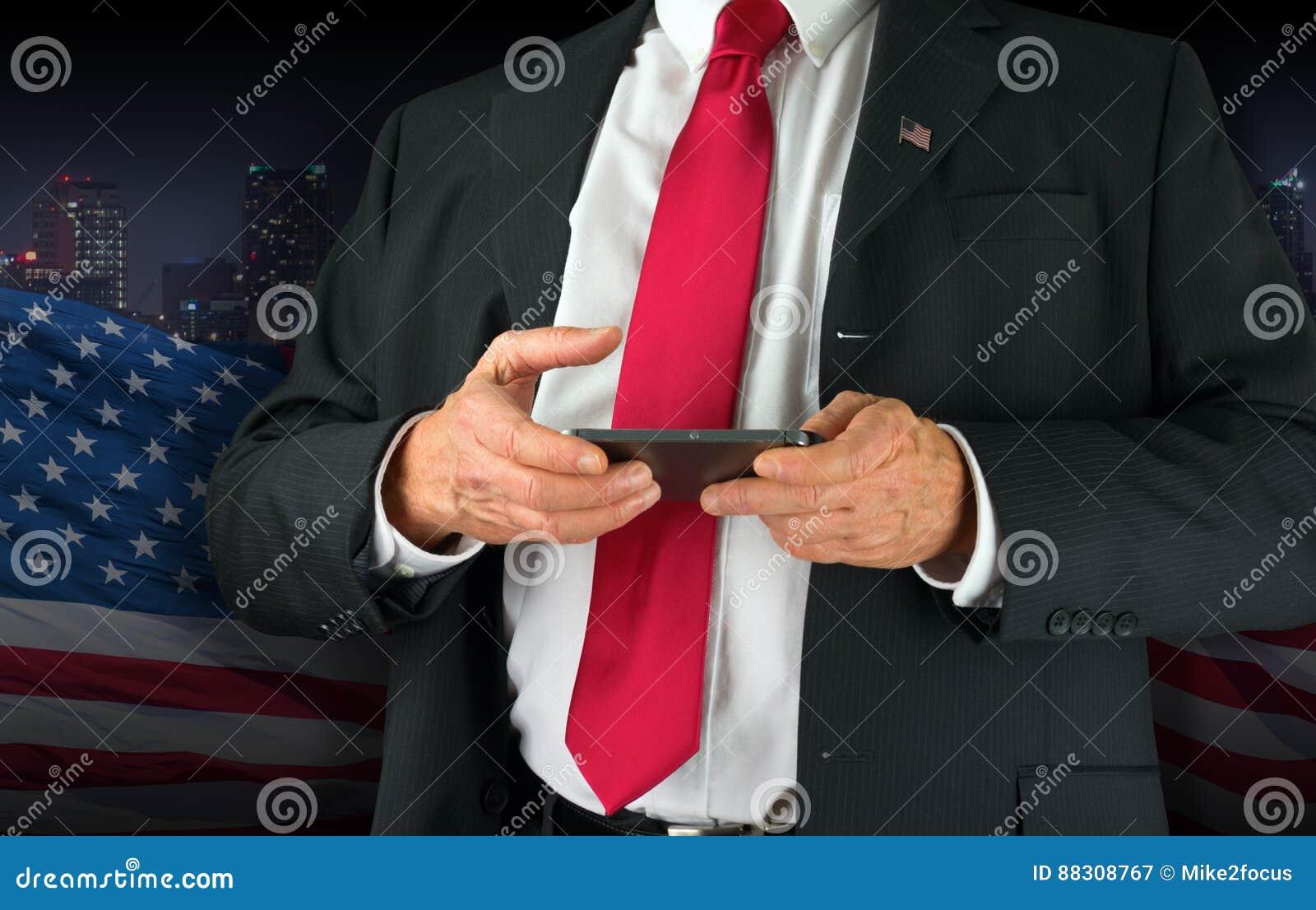 Stany Zjednoczone texting na jego telefonie komórkowym Ameryka polityk