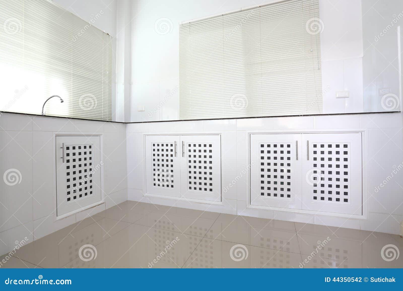 Stanza bianca della cucina
