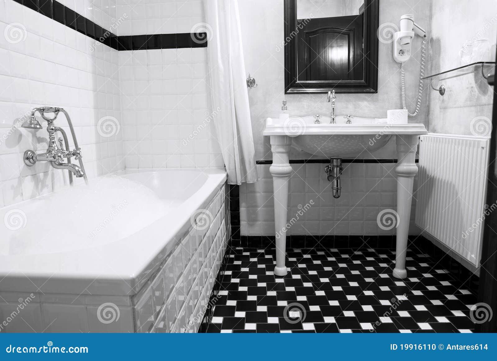Stanza da bagno nello stile inglese classico, in bianco e nero, bagno ...