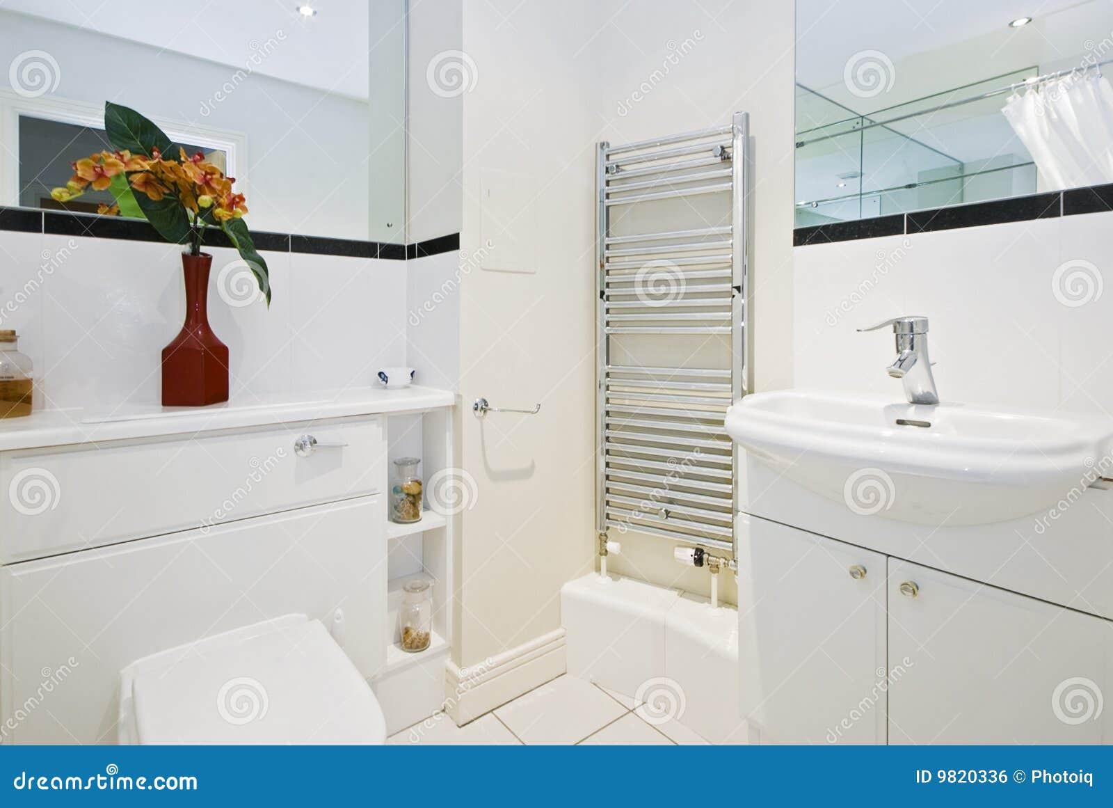 Stanza da bagno fotografia stock immagine di domestico for Stanza da bagno