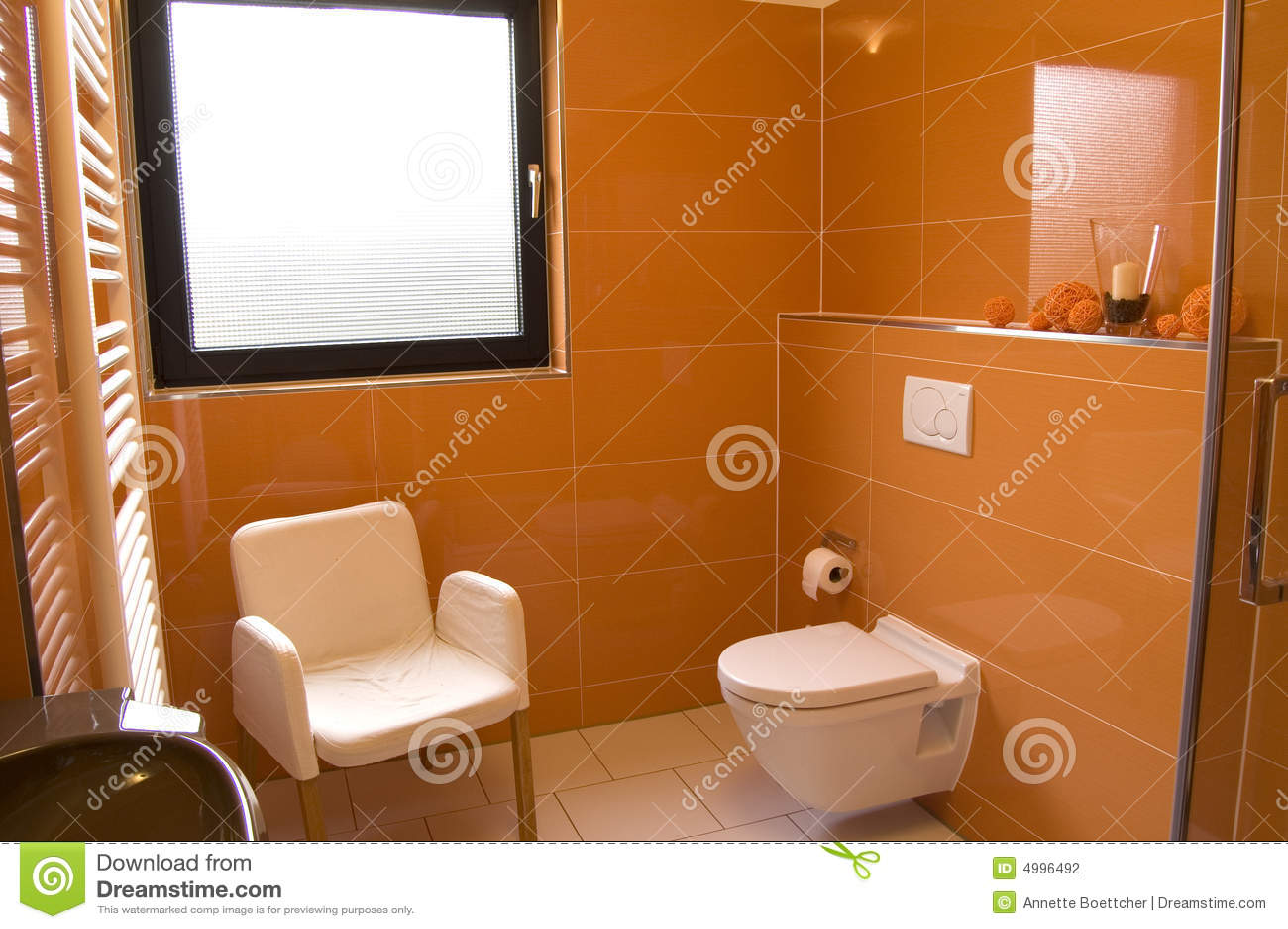 Stanza da bagno arancione moderna fotografia stock immagine di