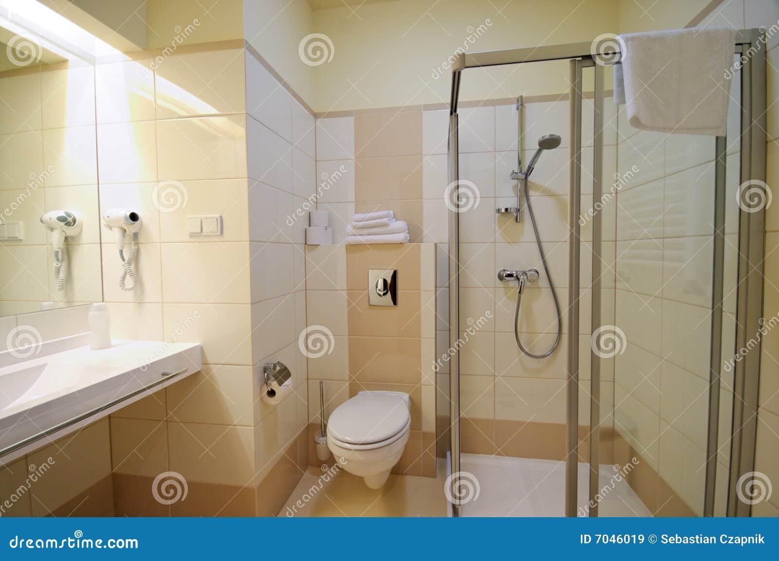 disegno bagno Beige : Cabina di vetro interna e trasparente della stanza da bagno moderna ...