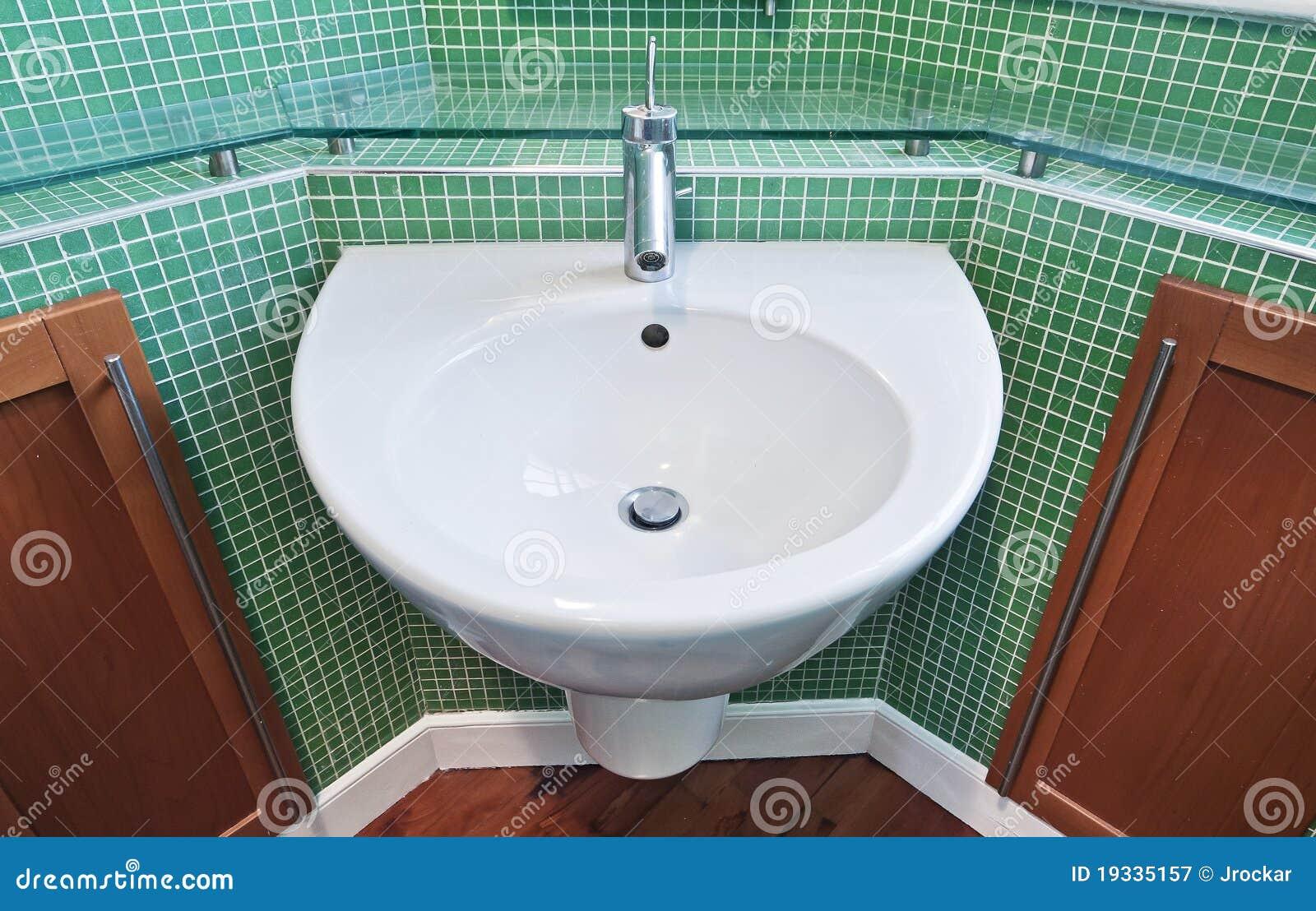 Stanza Da Bagno Con Le Mattonelle Di Mosaico Verdi