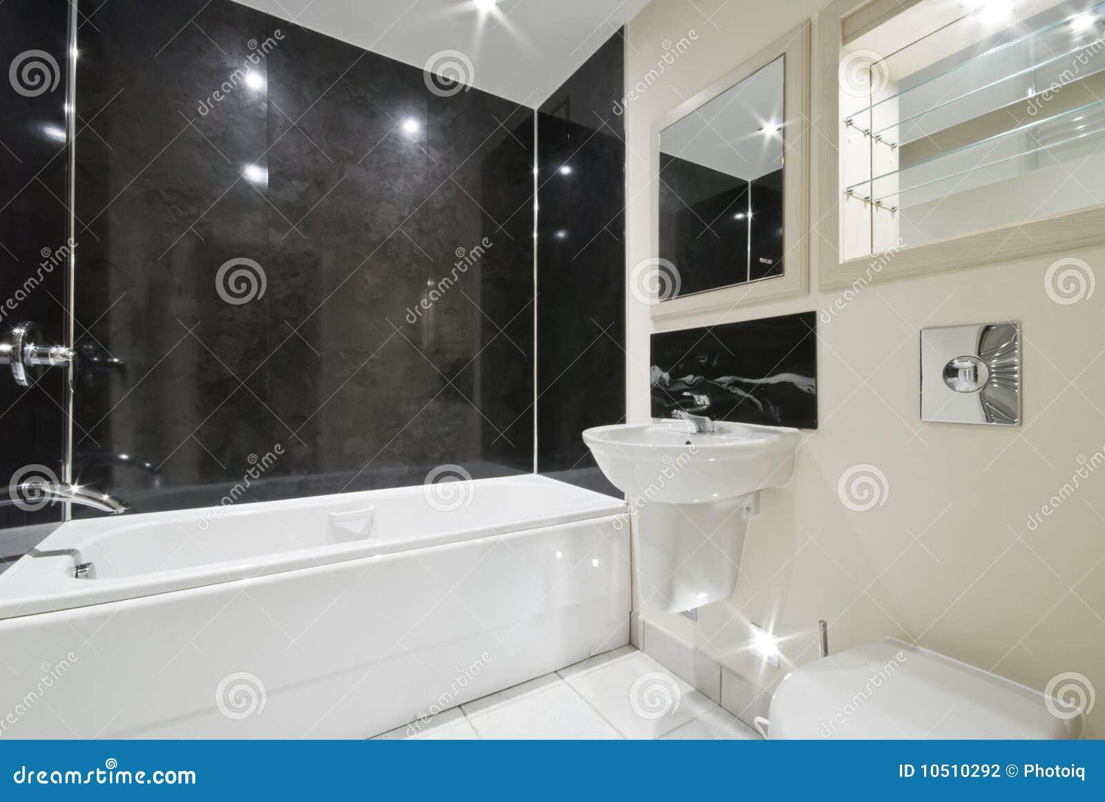 Stanza da bagno con le mattonelle di pietra nere - Mattonelle per bagno moderno ...