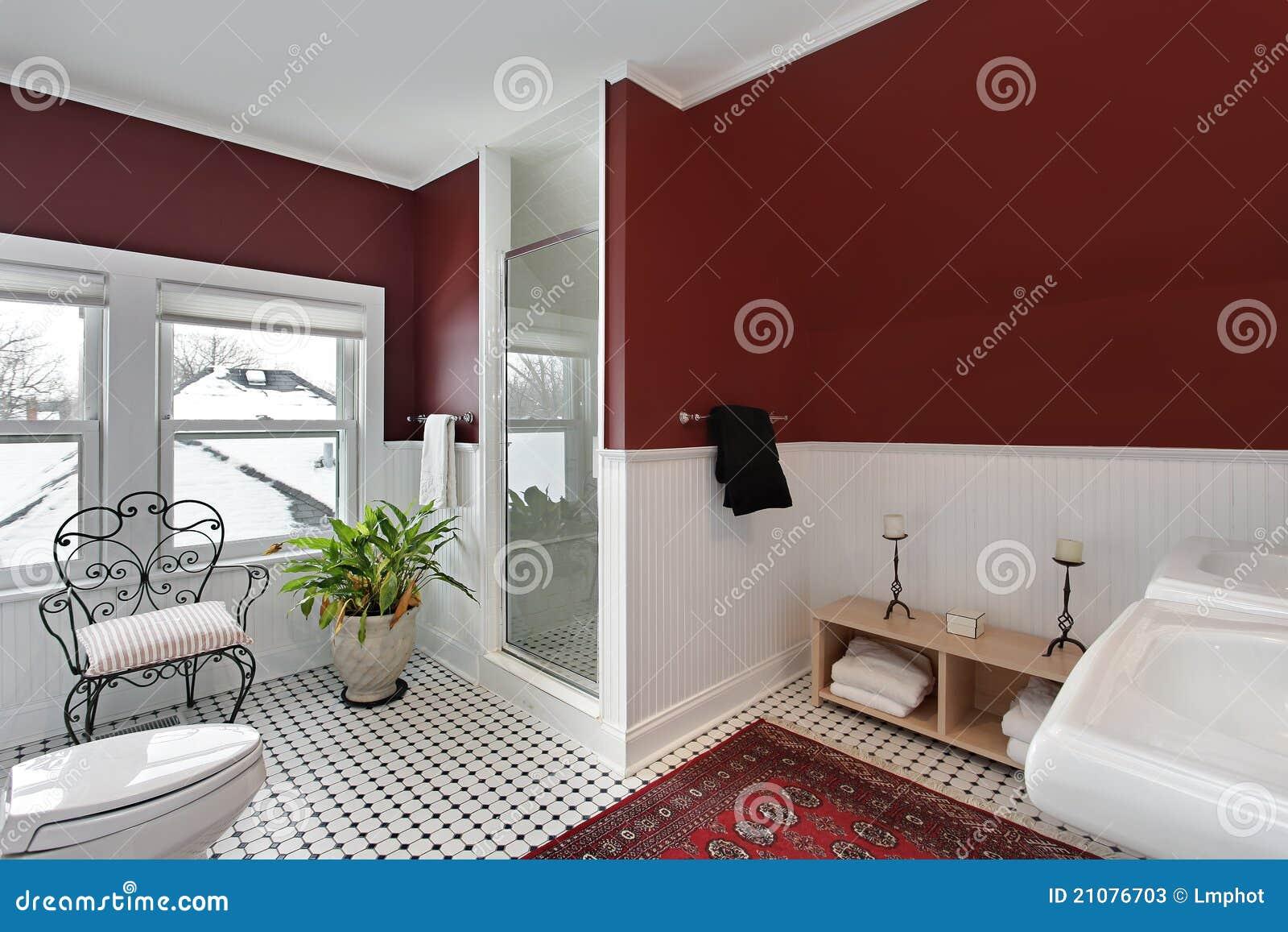 Stanza da bagno con le pareti rosse immagine stock - Stanza da bagno ...