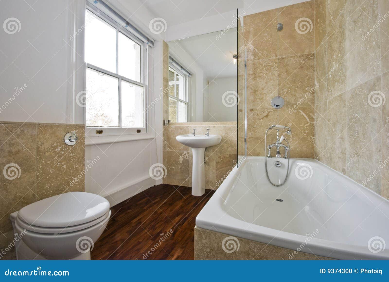 Piastrelle Arancioni Per Bagno stanza da bagno con marmo fotografia stock. immagine di
