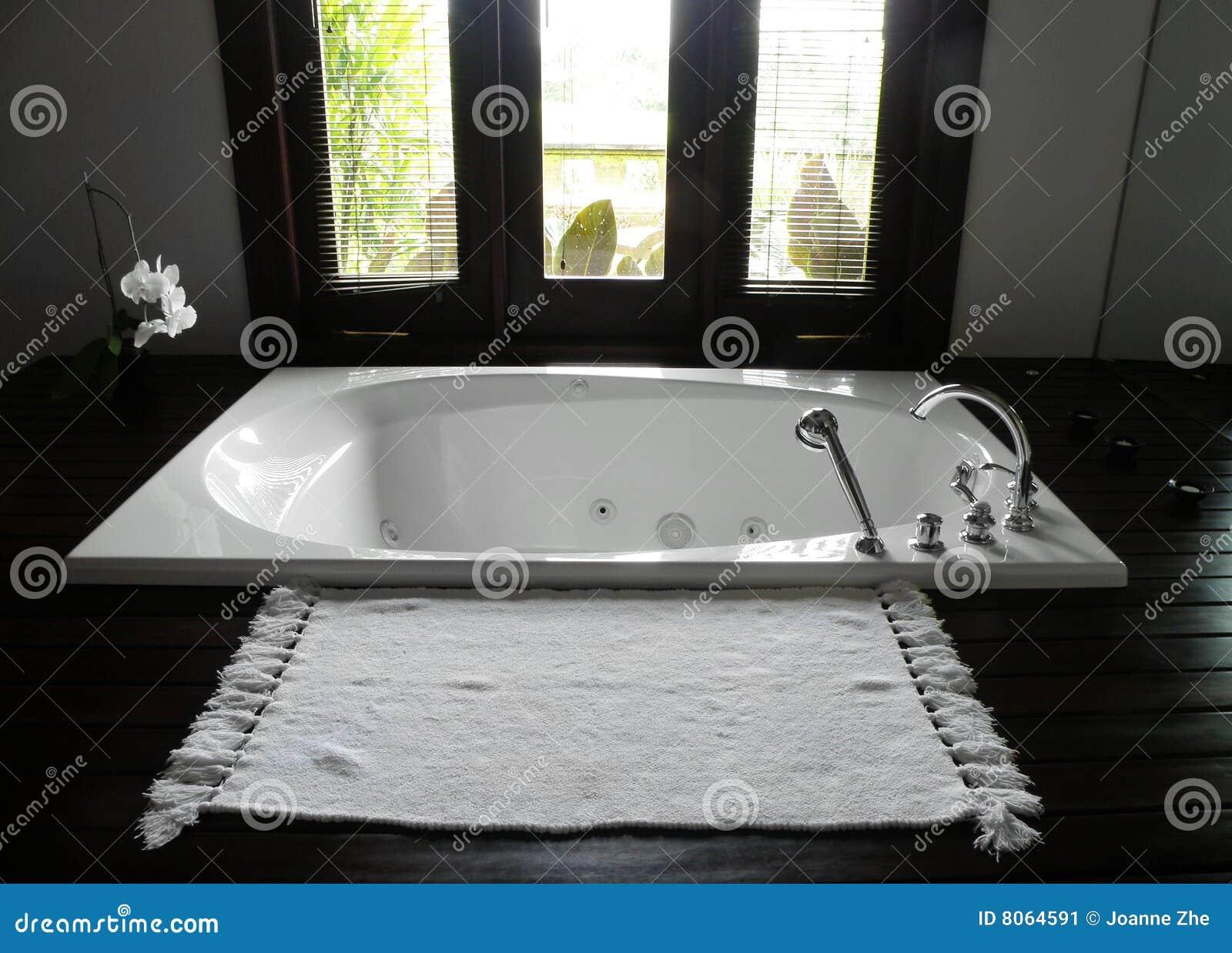 Vasca Da Bagno Per Hotel : Stanza da bagno dell hotel di ricorso di lusso immagine stock