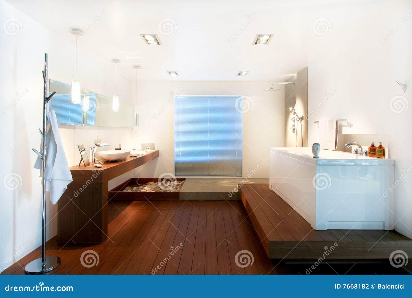 Bagno Stile Naturale : Stanza da bagno di legno fotografia stock. immagine di ceramica