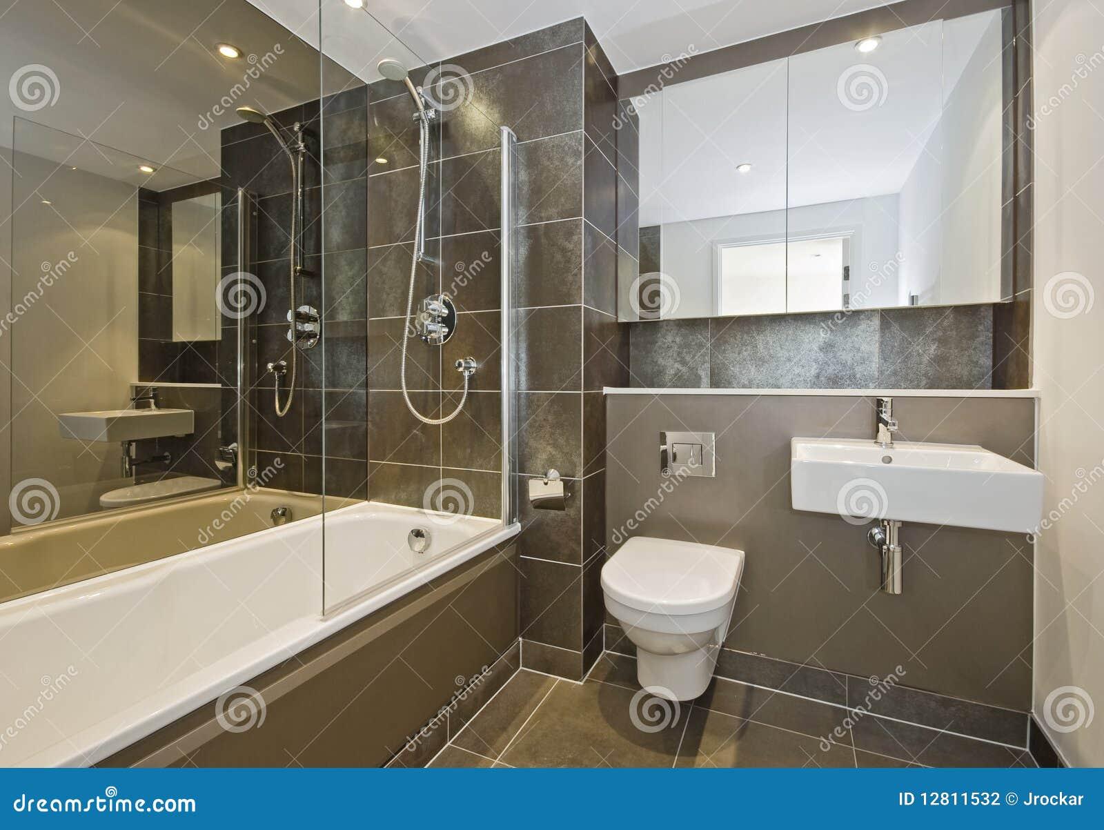 Bagni Di Lusso Foto : Stanza da bagno di lusso fotografia stock immagine di brown