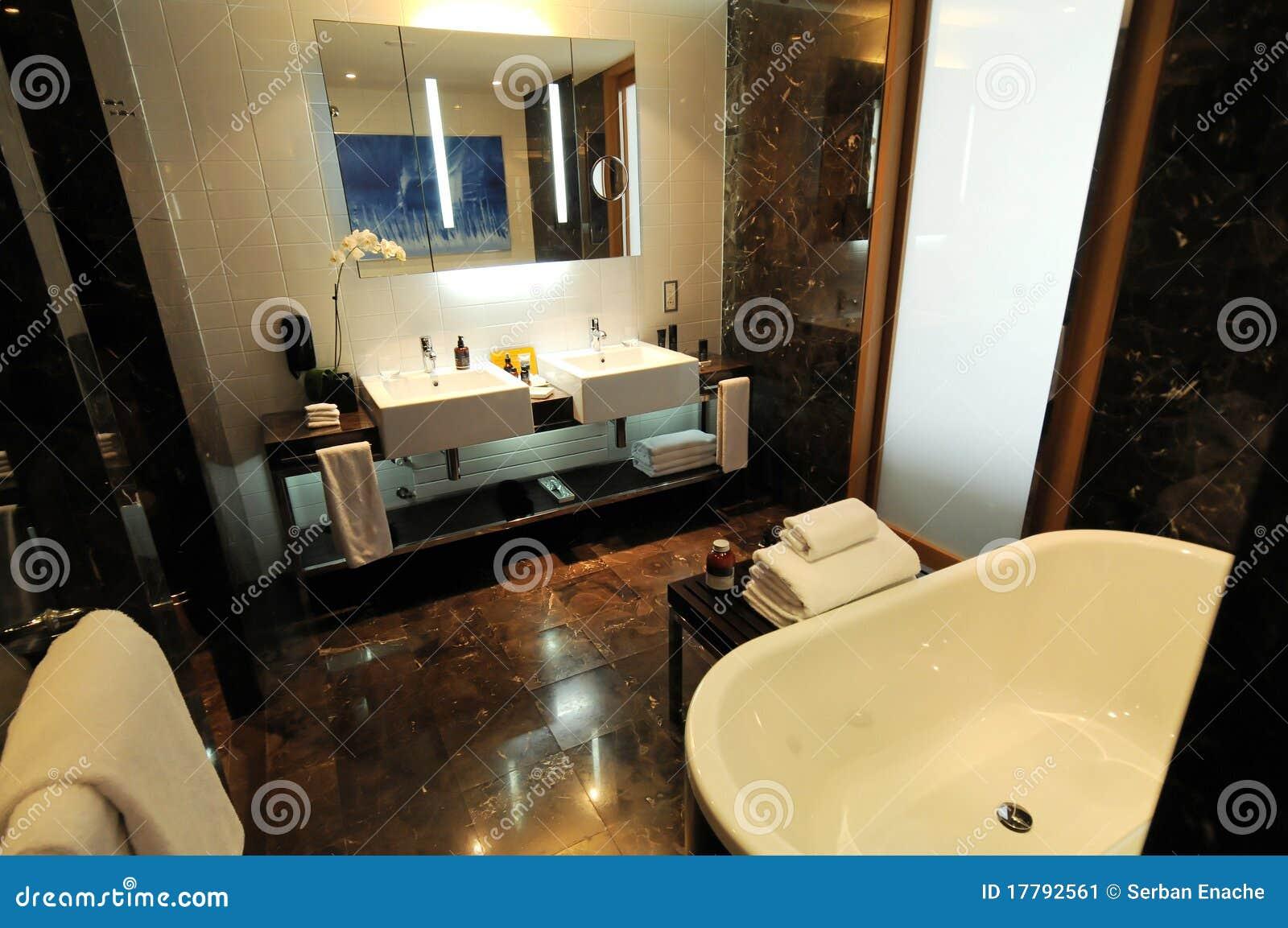 Stanza da bagno di lusso immagine stock immagine 17792561 - Stanza da bagno ...