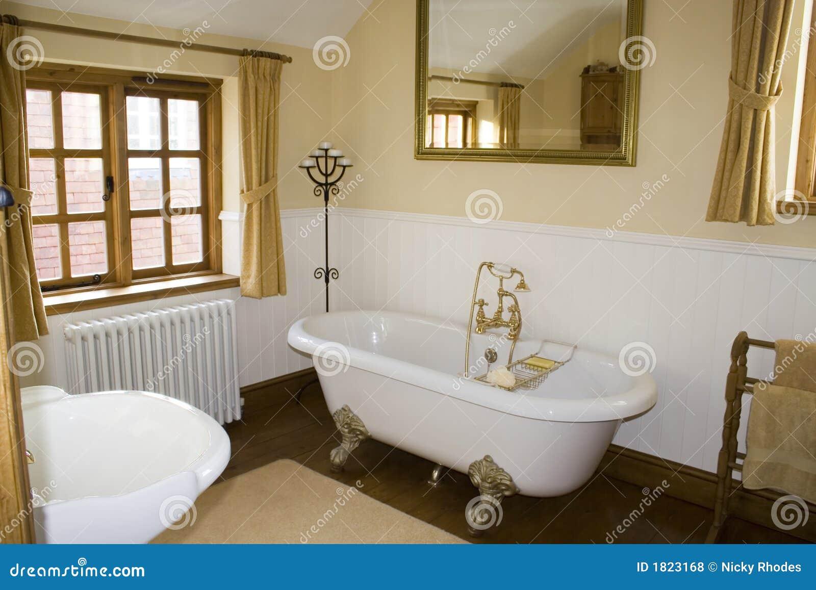 Bagni Di Lusso Foto : Stanza da bagno di lusso fotografia stock immagine di cottage