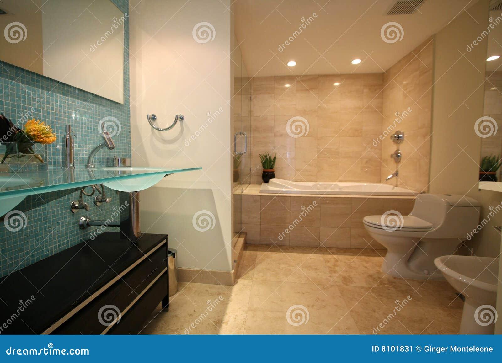 Stanza Da Bagno Di Lusso Immagine Stock - Immagine: 8101831
