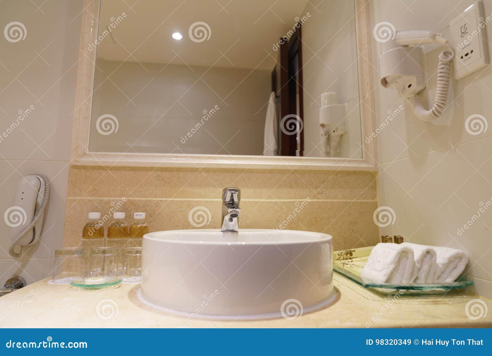 Sala Da Bagno Lusso : Stanza da bagno antica di lusso fotografia stock stanze da bagno