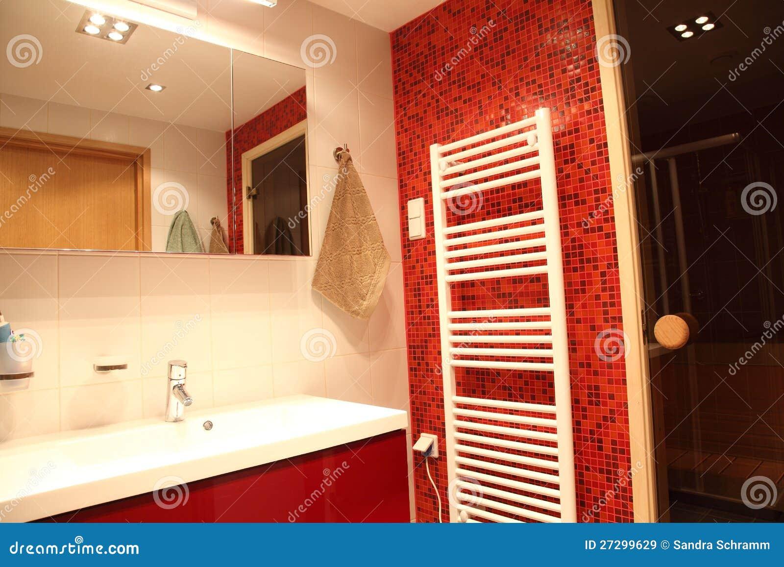 Stanza da bagno finlandese moderna immagine stock for Stanza da bagno
