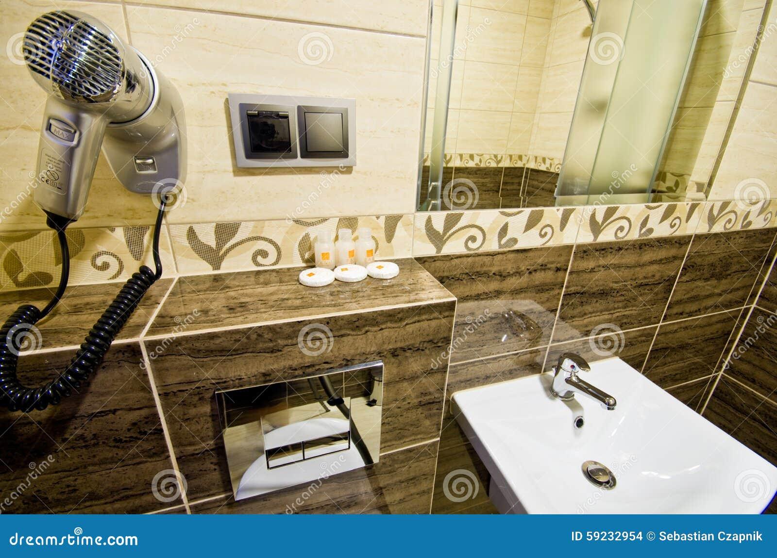 Bagno Marrone Moderno : Stanza da bagno marrone moderna fotografia stock immagine di