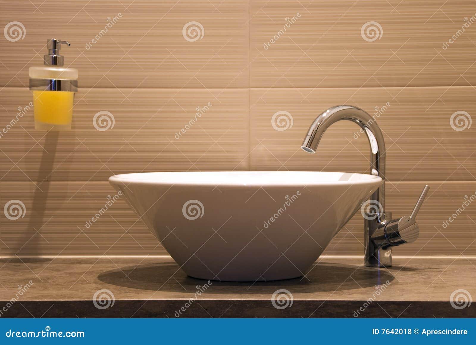 Stanza da bagno moderna fotografia stock immagine di casa for Stanza da bagno