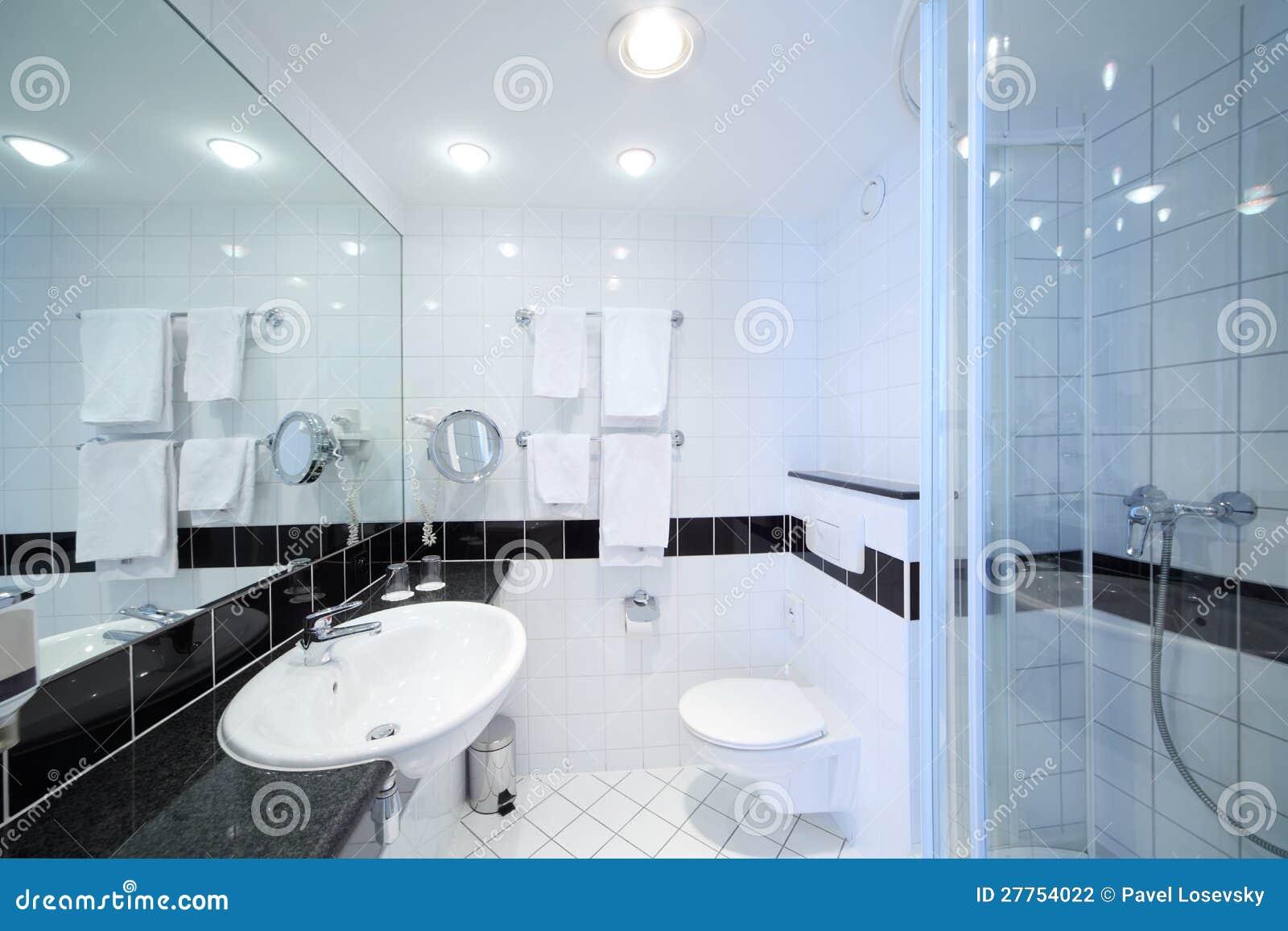 Stanza Da Bagno Moderna Alla Moda Fotografia Stock - Immagine: 27754022