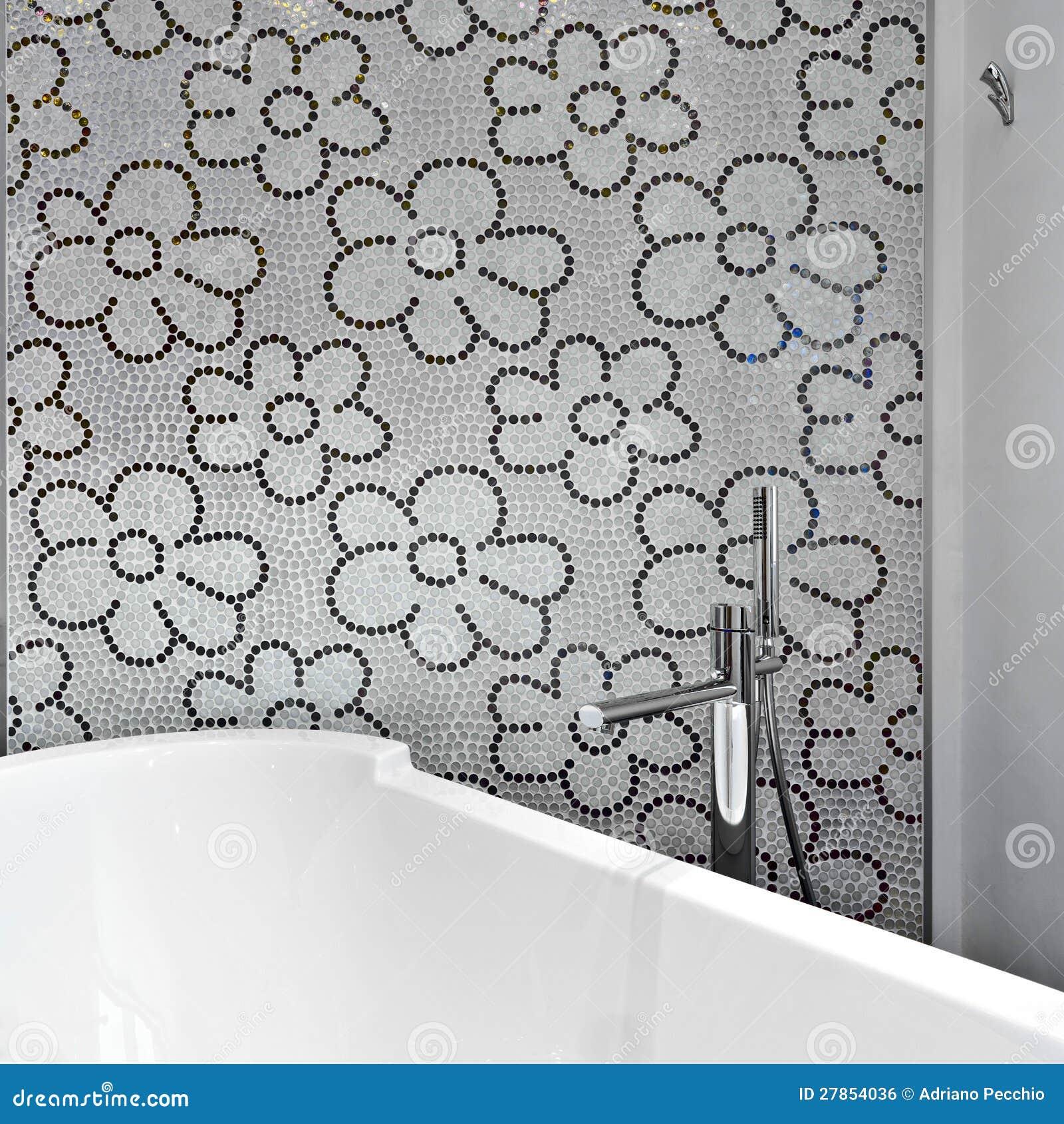 Stanza da bagno moderna con le mattonelle di mosaico - Mattonelle mosaico bagno ...