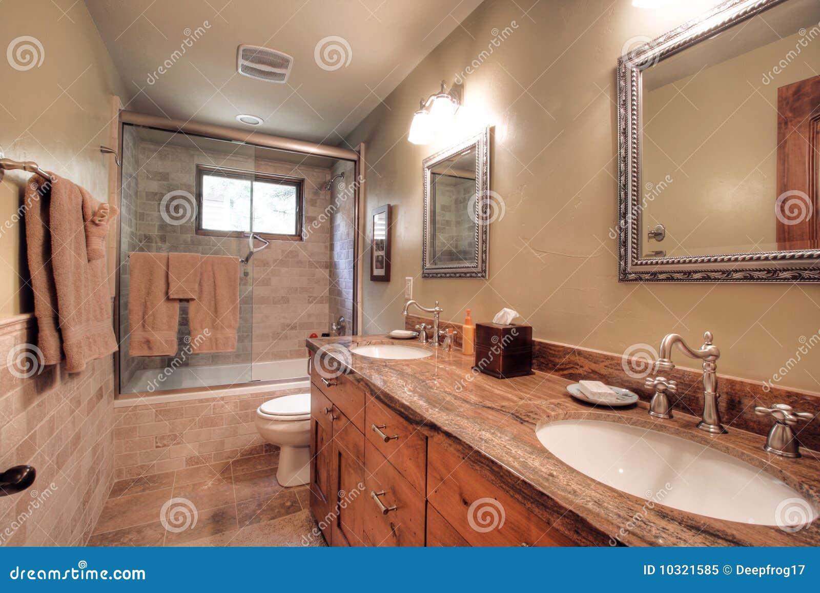 Stanza da bagno moderna lussuosa immagine stock immagine for Stanza da bagno