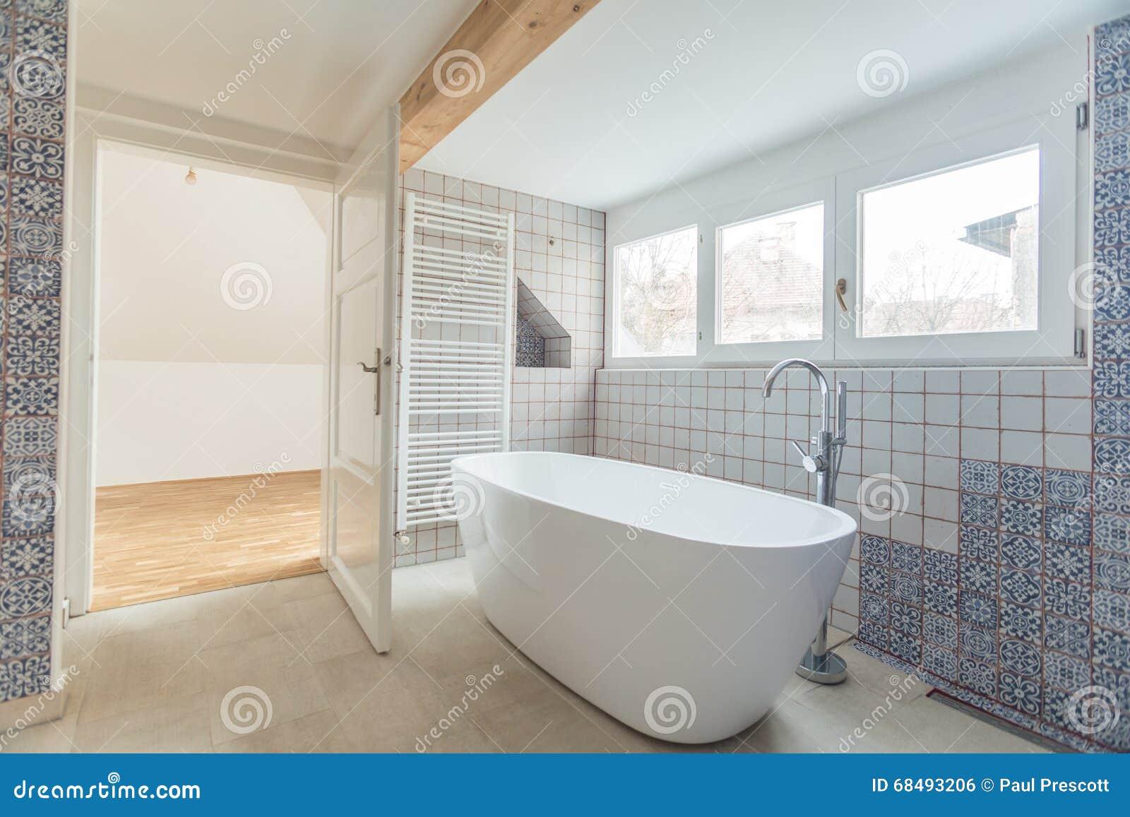 Sala Da Bagno Moderna : Stanza da bagno moderna vuota fotografia stock immagine di bagno