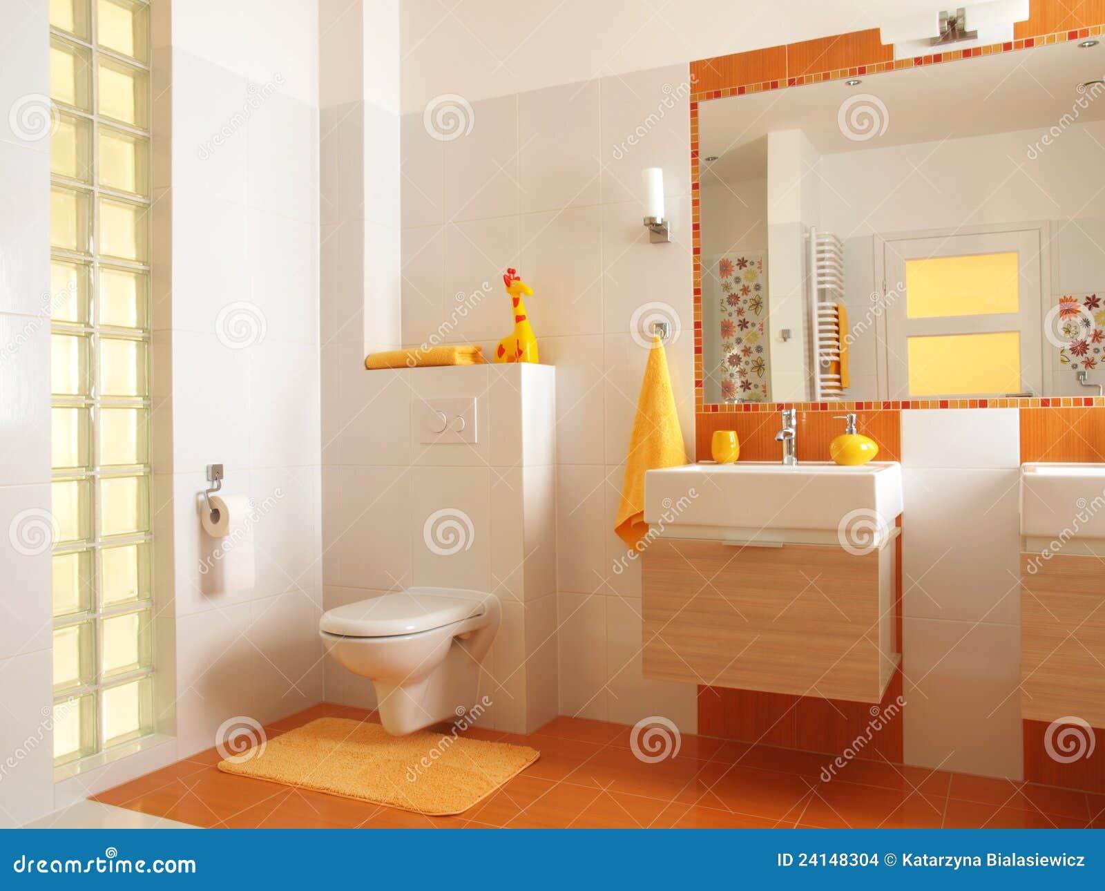 Decorazioni Bagno Bambini : Stanza da bagno variopinta dei bambini con la toletta fotografia
