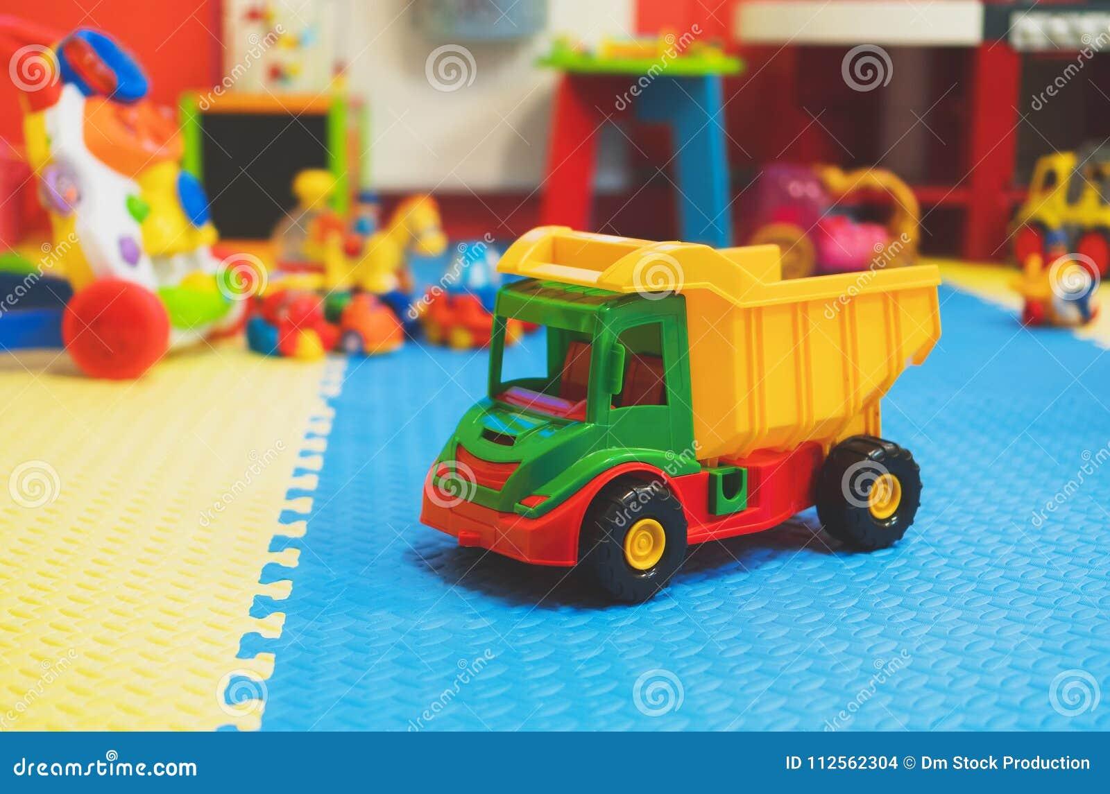 Stanza Dei Giochi Bambini : Stanza dei giochi vuota del ` s dei bambini fotografia stock