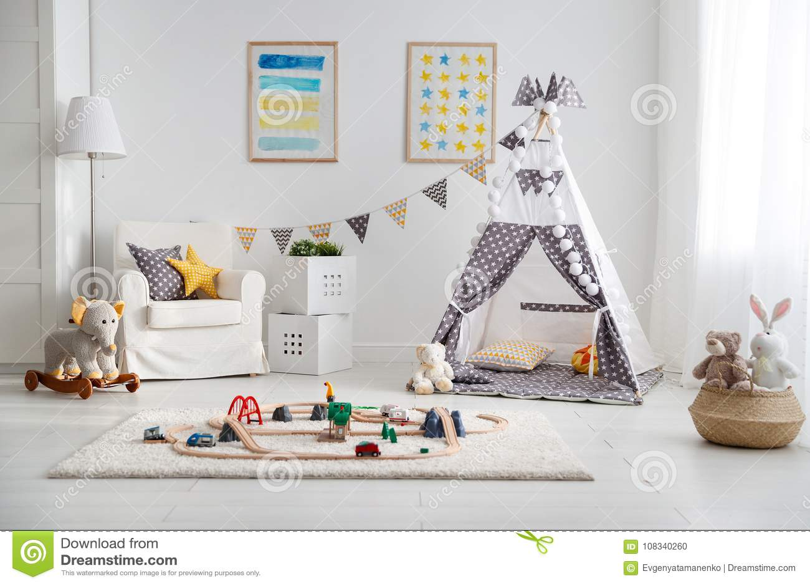 Stanza Dei Giochi Bambini : Stanza dei giochi vuota del ` s dei bambini con la ferrovia del